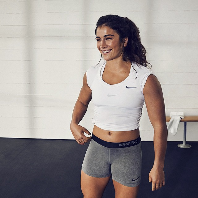 crossfit girl lauren fisher is just 21 years old affiliated to